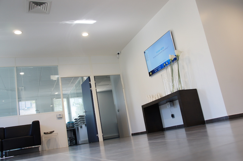 office digital signage, office lounge, office lobby
