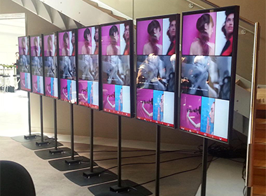 multi-screen digital signage
